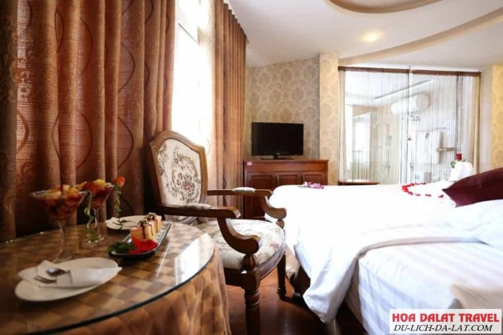 Review khách sạn Phố núi