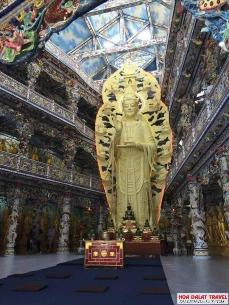 Tượng Phật bằng bê tông cốt thép chùa Linh Phước
