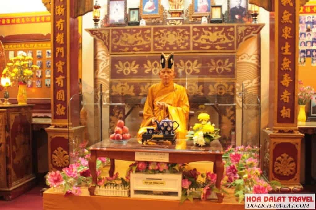 Tượng sáp chùa Linh Phước